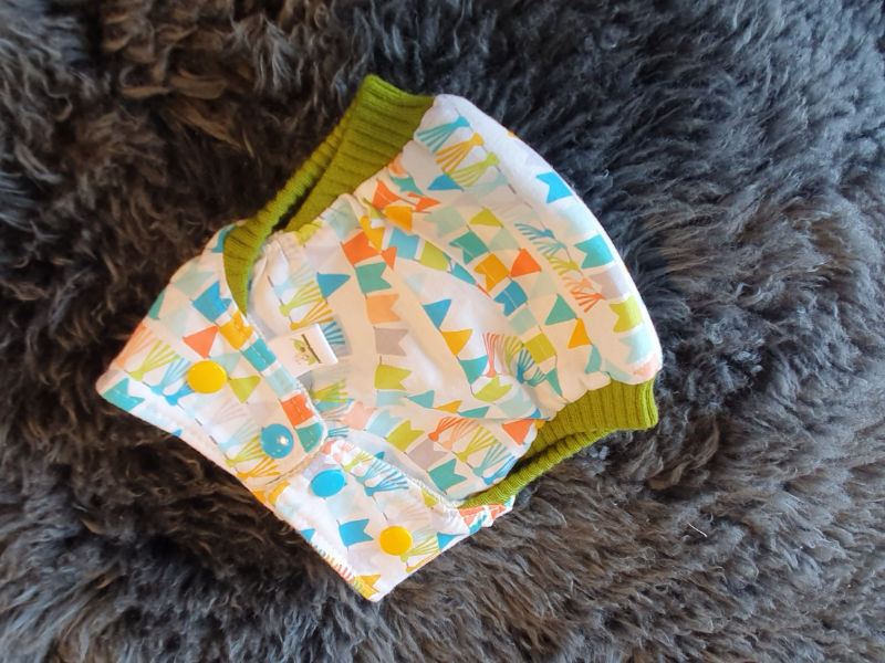 Bunte Girlanden Überhose Newborn Druckknöpfe + Komfortbündchen